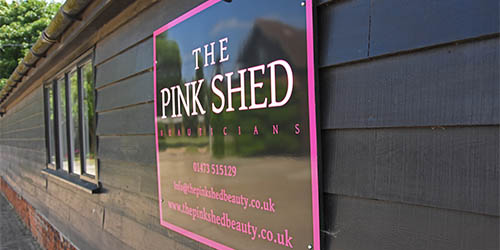 Th ePink Shed beauty salon sign